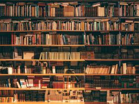 写在世界读书日:与书为伴 与书同行
