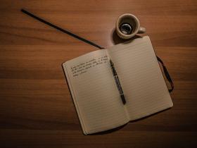 我们应该养成手写日记的习惯